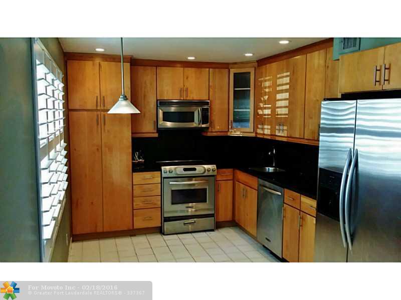 806 Cypress Bl #APT 109, Pompano Beach, FL