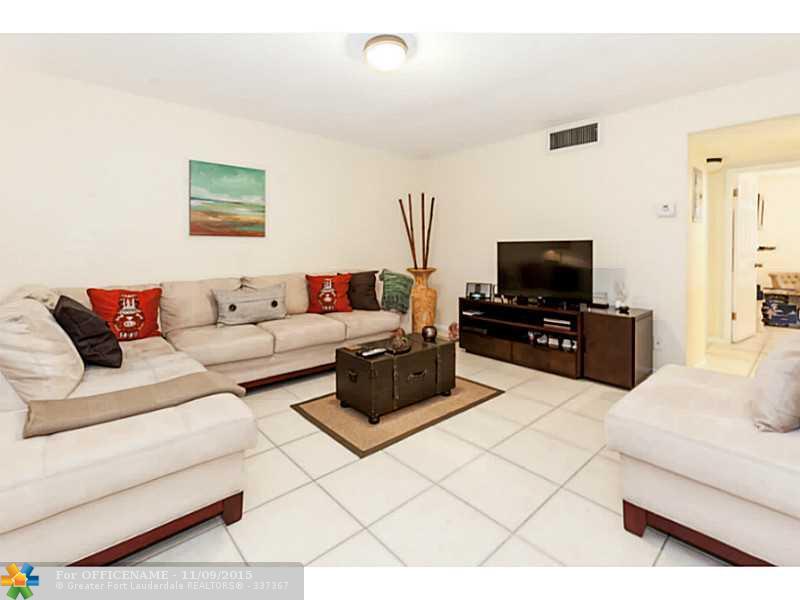 2905 Pierce St #APT 11, Hollywood, FL