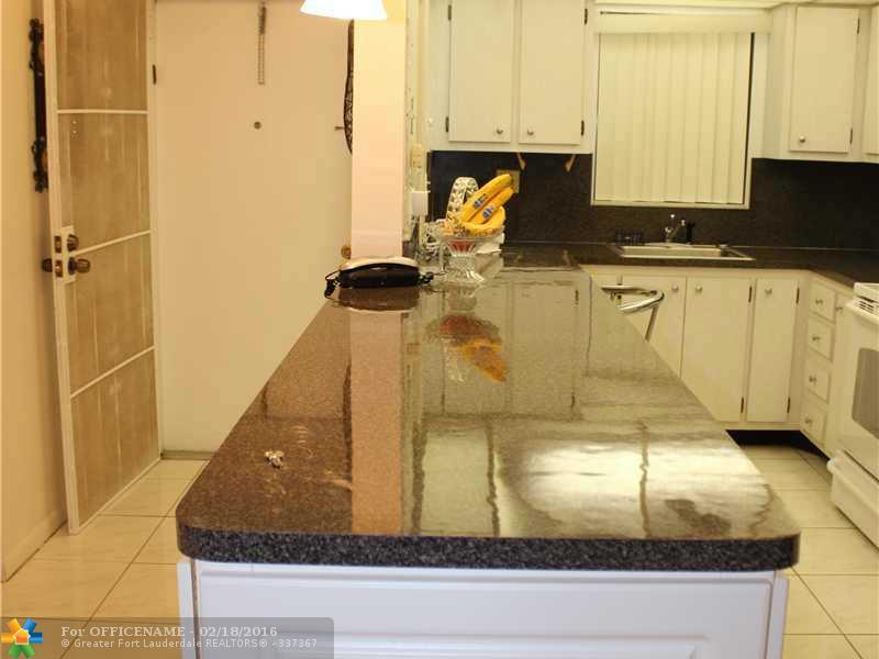 5860 NW 44th St #APT 110, Fort Lauderdale, FL