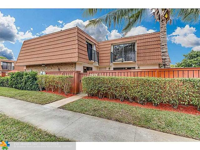 2935 N Waterford Dr N, Deerfield Beach, FL 33442