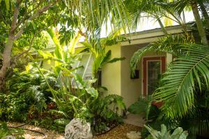 13 Arbutus Dr, Key Haven, FL 33040