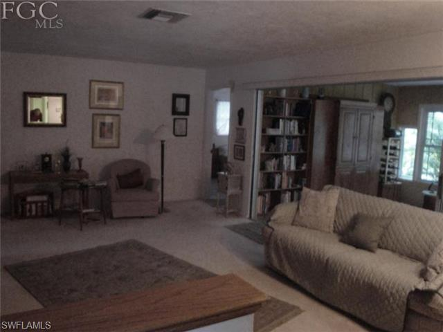 2355 Woodland Ter, Fort Myers FL 33907