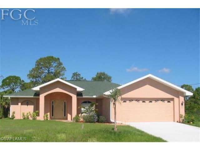 609 Maple Ave N, Lehigh Acres, FL