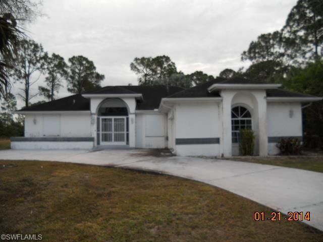 820 Robert Ave, Lehigh Acres FL 33936