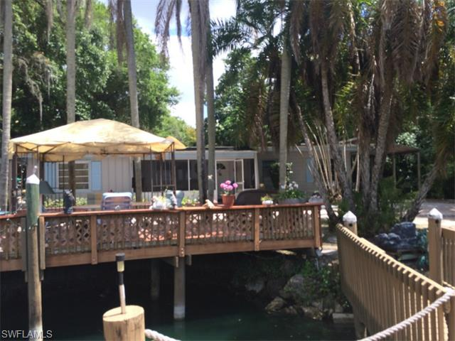 89 Crescent Lake Dr, North Fort Myers, FL