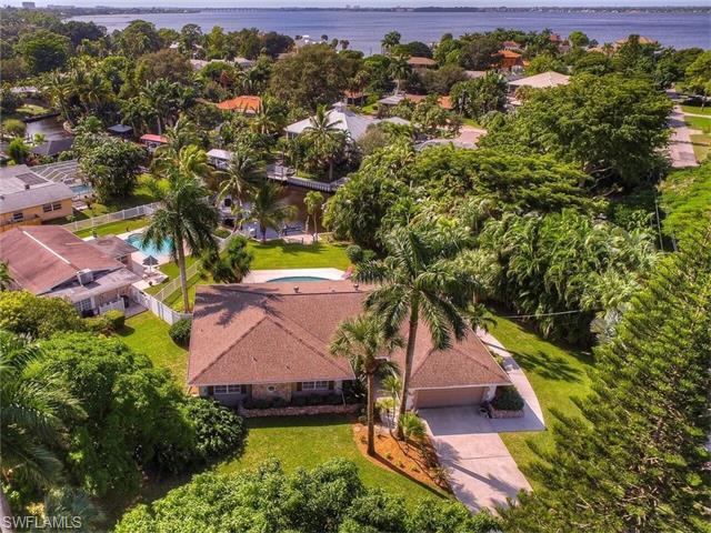 1038 Aqua Ln, Fort Myers, FL