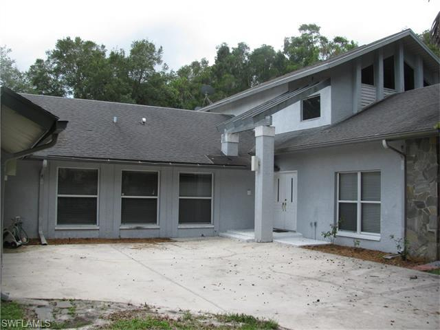 6823 Highland Pines Cir, Fort Myers, FL 33966