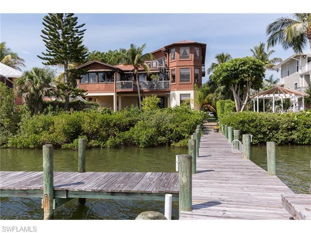 21055 Saint Peters Dr, Fort Myers Beach, FL 33931