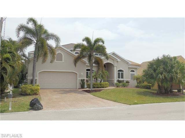 18259 Cutlass Dr, Fort Myers Beach, FL