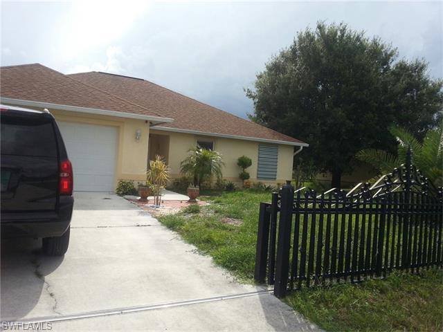 338 Pinehurst Ave, Lehigh Acres, FL 33974