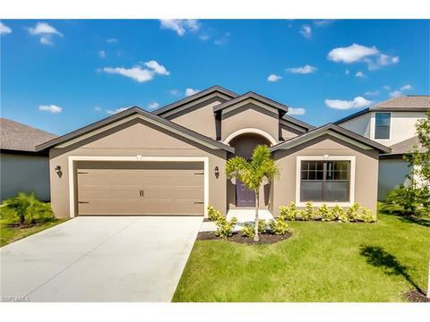 722 Center Lake St, Lehigh Acres, FL 33974