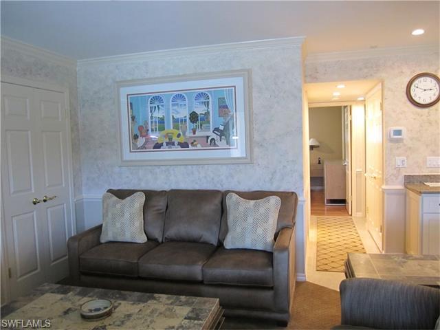 299 Harbour Drive 202 #202, Naples, FL 34103