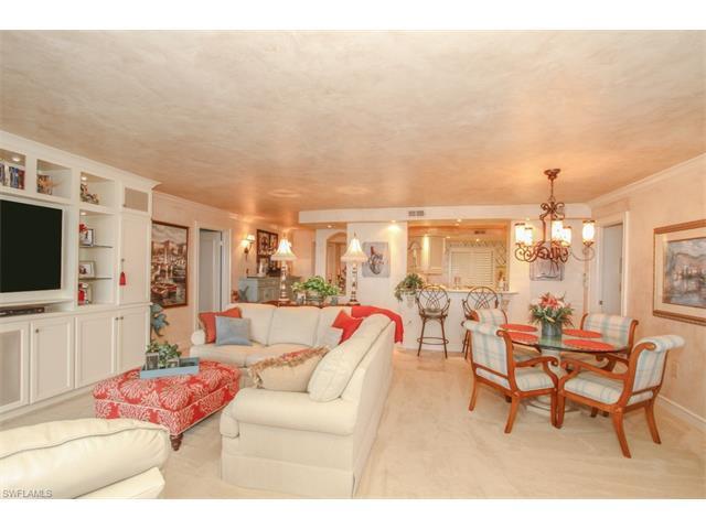 10951 Gulf Shore Dr 303 #303, Naples, FL 34108