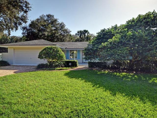 726 Riomar Dr, Vero Beach, FL 32963