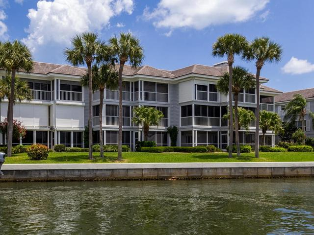 1901 Bay Rd #101, Vero Beach, FL 32963
