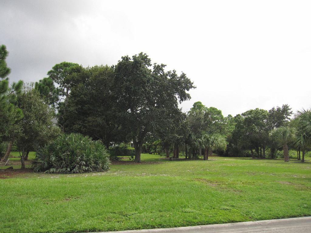 235 Oak Hammock Circle SW, Vero Beach, FL 32962