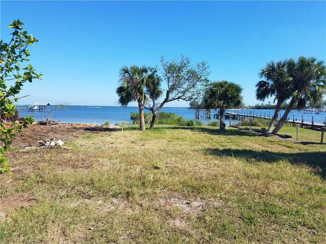 1690 Indian River Dr, Sebastian, FL 32958
