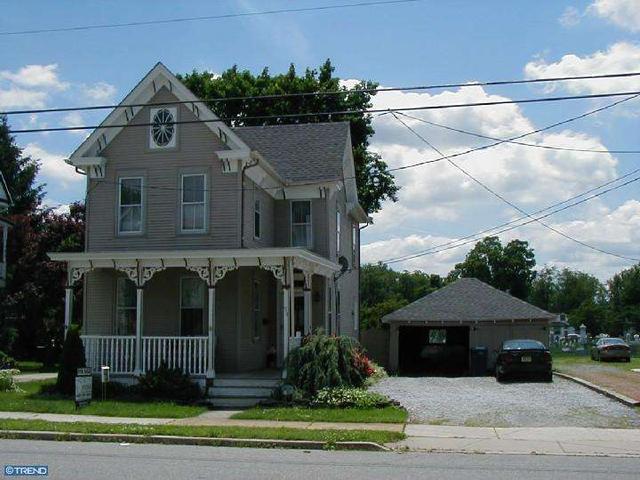 38 Dickinson St, Woodstown, NJ 08098