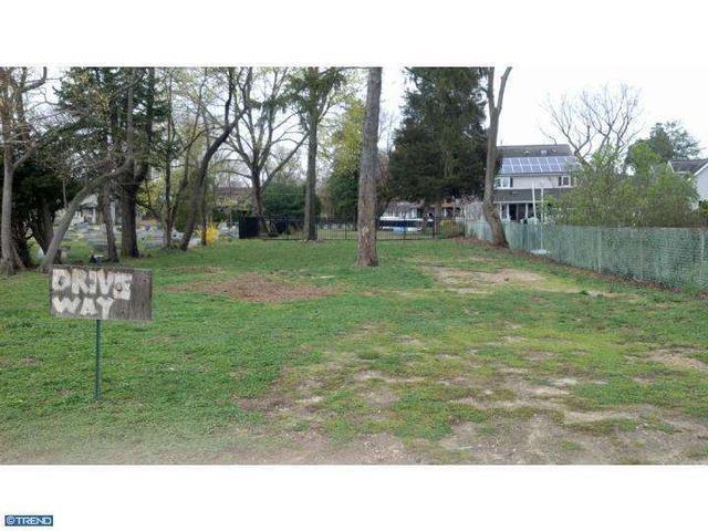 244 Chestnut St, Glendora, NJ 08029