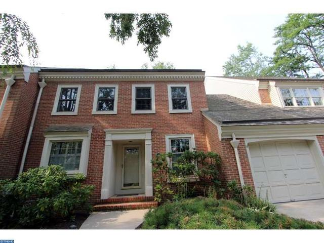 12 Foxwood Dr, Moorestown, NJ 08057