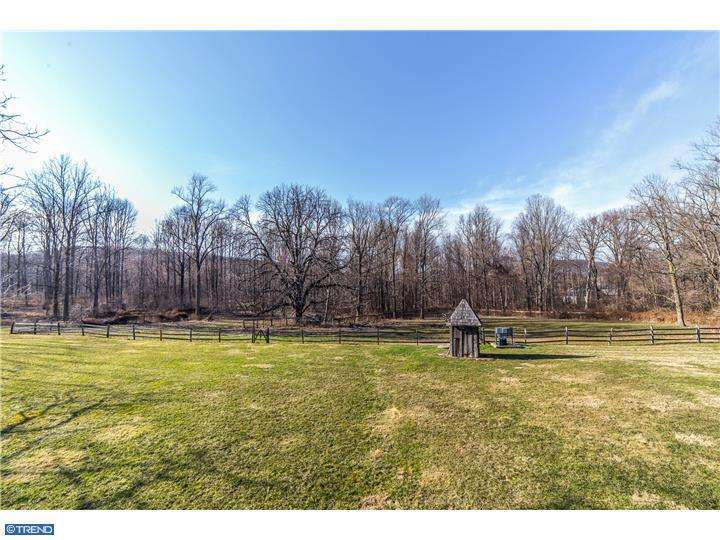 201 Pine Swamp Rd, Elverson PA 19520