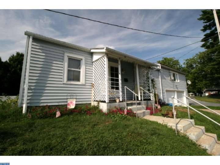 11 E 9th St, Shoemakersville, PA