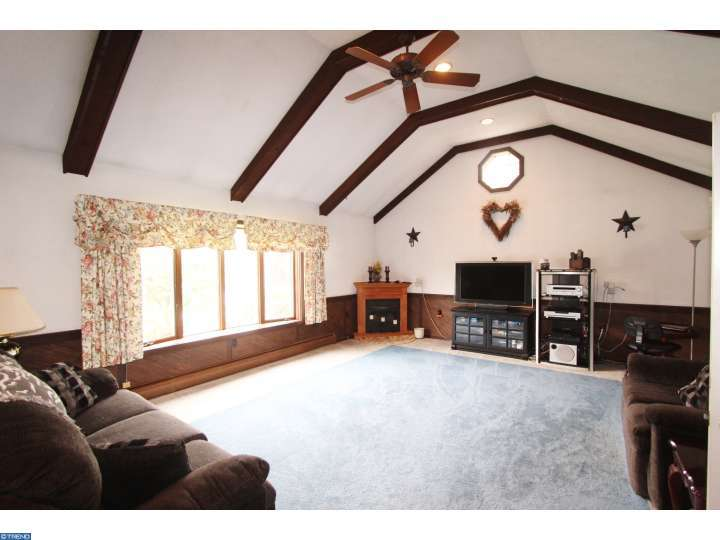 3997 Hillview Rd, Temple, PA