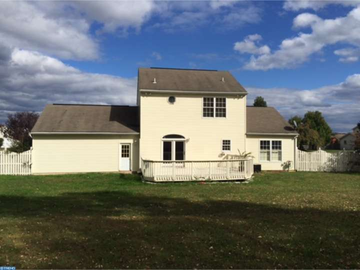 109 Meadowcrest Ln, Douglassville, PA