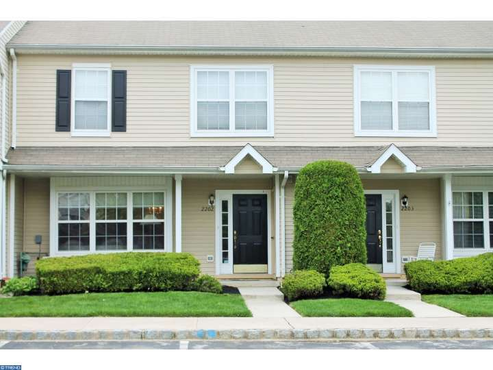 2202 Saxony Dr, Mount Laurel, NJ