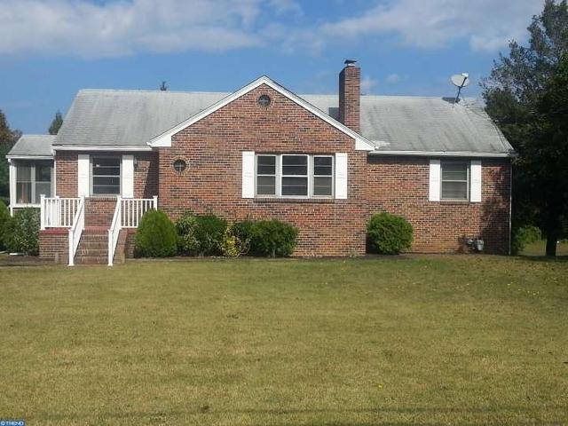 1018 W Garden Rd, Vineland, NJ 08360
