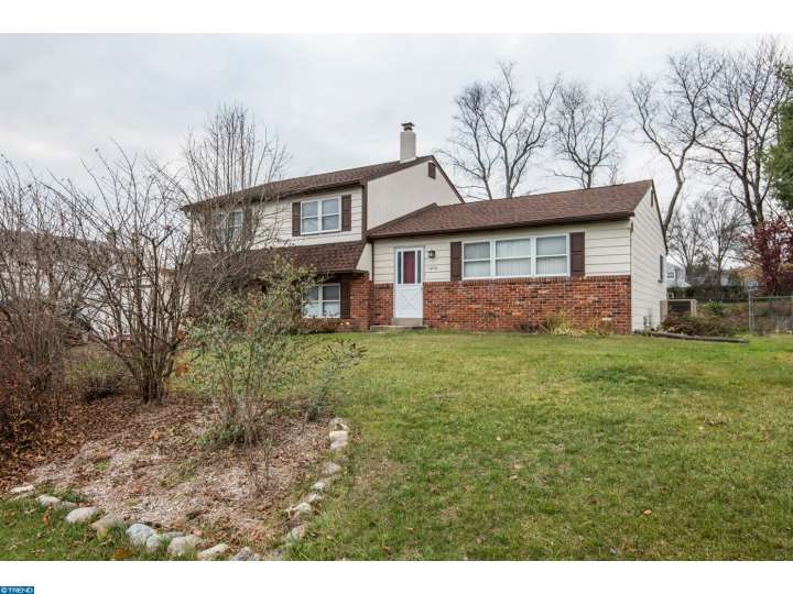 1270 Manor Dr, Warminster, PA