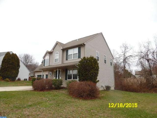 4007 Fox Mill Dr, Marcus Hook PA 19061