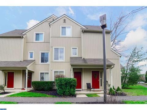 315 Woodlake Dr, Marlton, NJ 08053