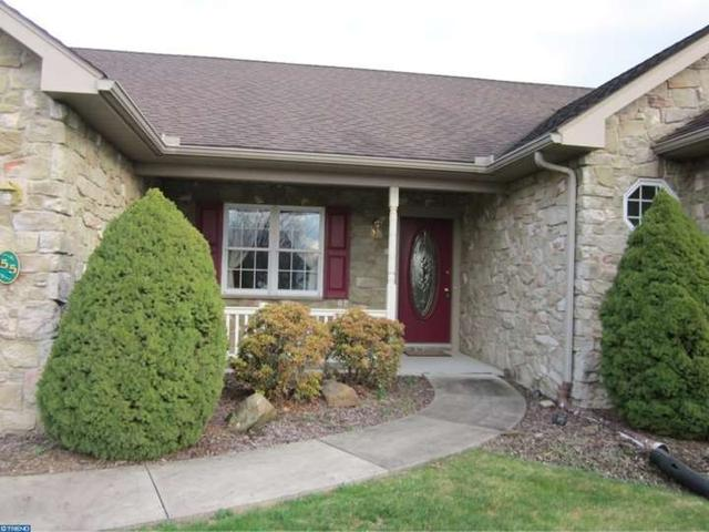 55 Scenic Dr, Myerstown PA 17067