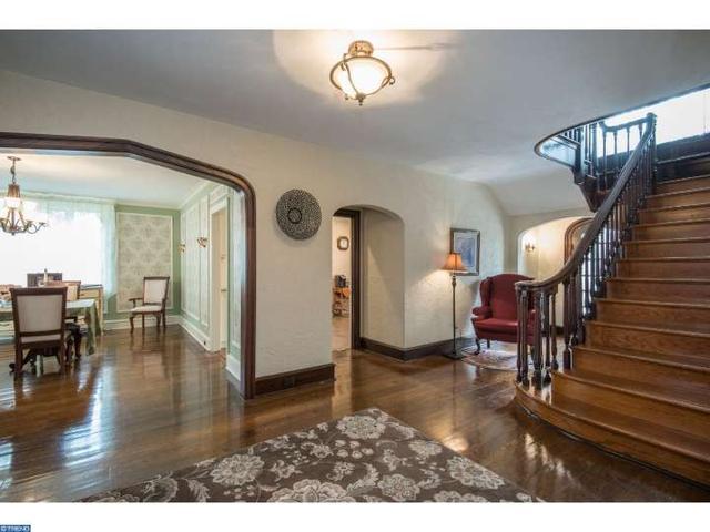 889 Meetinghouse Rd, Jenkintown PA 19046