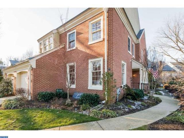 71 Foxwood Dr, Moorestown NJ 08057