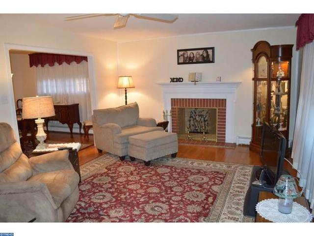 206 W Forrestview Rd, Brookhaven PA 19015