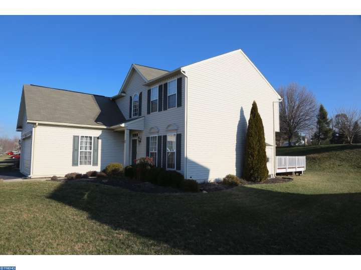 402 Flagstone Cir, Coatesville, PA