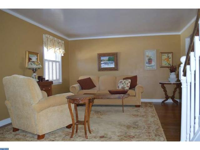 820 Lincoln Dr, Brookhaven PA 19015