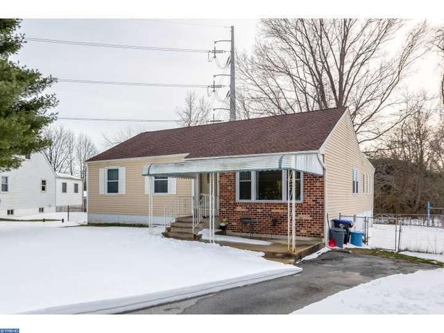 14 Mary Dr, Aston PA 19014