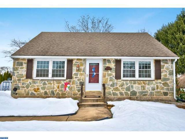 204 Maplewood Dr, Douglassville PA 19518