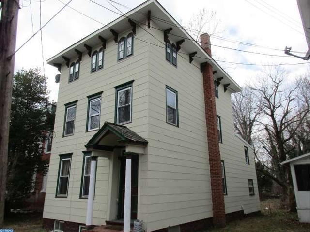 37 Oak St, Salem, NJ 08079
