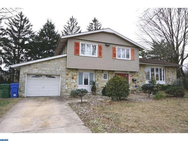 206 Drake Ter, Cherry Hill, NJ 08034