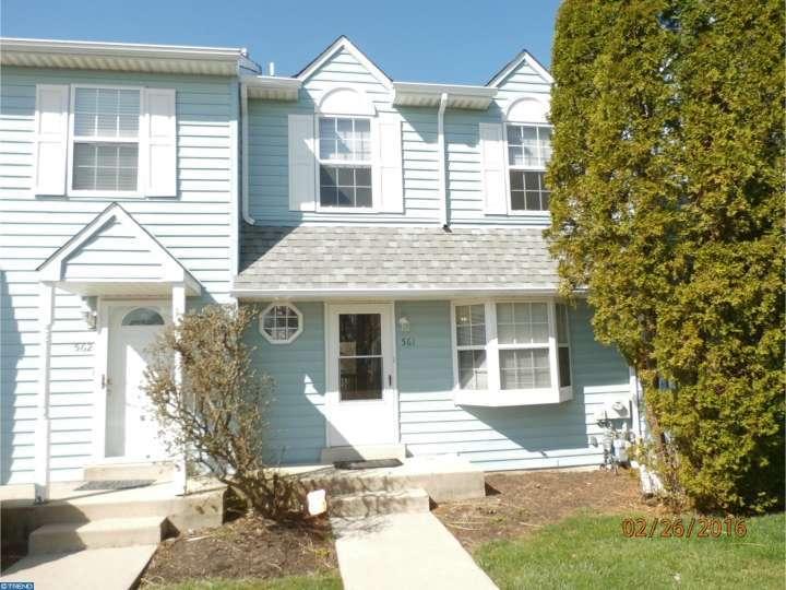 561 Applewood Ct, Aston, PA