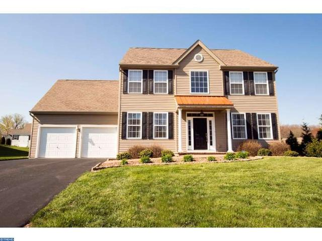 8 Fawn Ln, Marcus Hook PA 19061