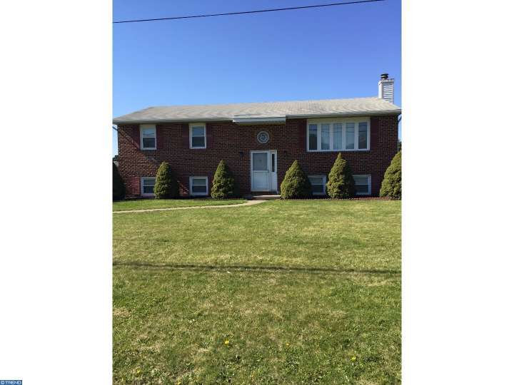 1885 Schadt Ave, Whitehall PA 18052