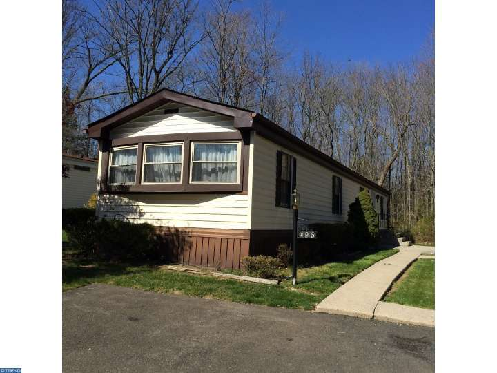 495 Willow Ln, North Wales, PA