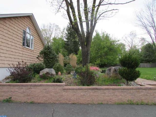 2 Winding Brook Way Titusville, NJ 08560