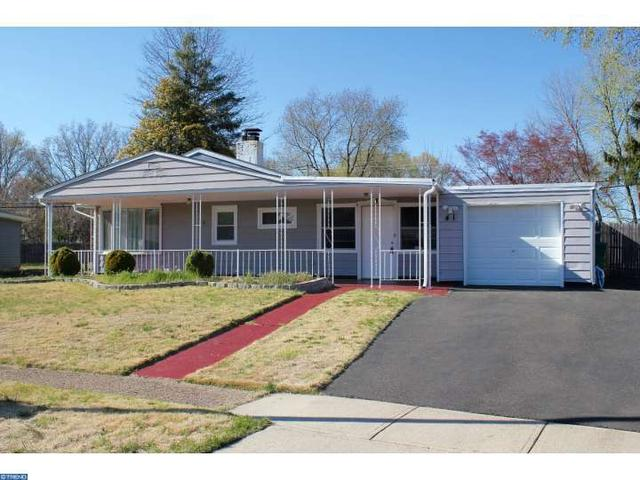 41 Young Birch Rd, Levittown PA 19057