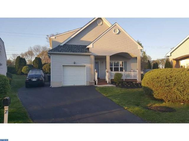 7 Colonial Ct, Marcus Hook PA 19061
